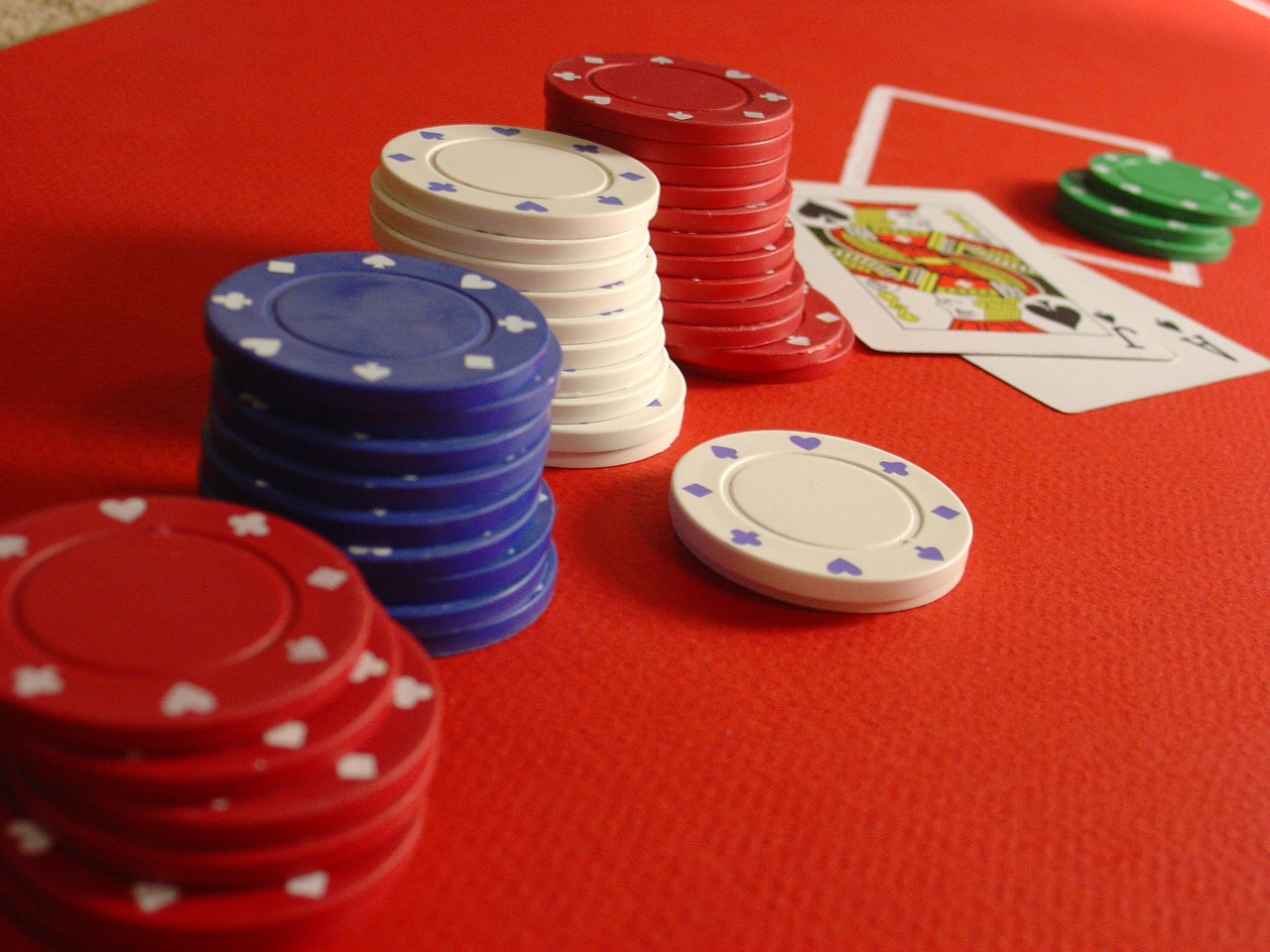 Pontoon pöytä pelimerkkeineen